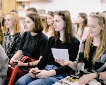 На бакалаўрскія і магістарскія праграмы ЕГУ паступілі 217 першакурснікаў. 29% беларусаў пачнуць вучобу бясплатна